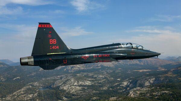 Американский двухместный сверхзвуковой учебный реактивный самолет T-38 Talon