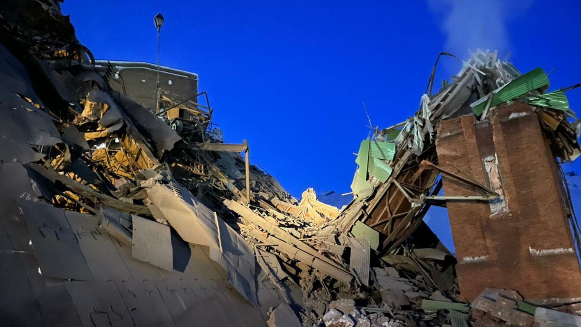 Последствия обрушения в цеху на Норильской обогатительной фабрике - РИА Новости, 1920, 20.02.2021