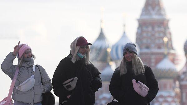 Девушки на Красной площади в Москве