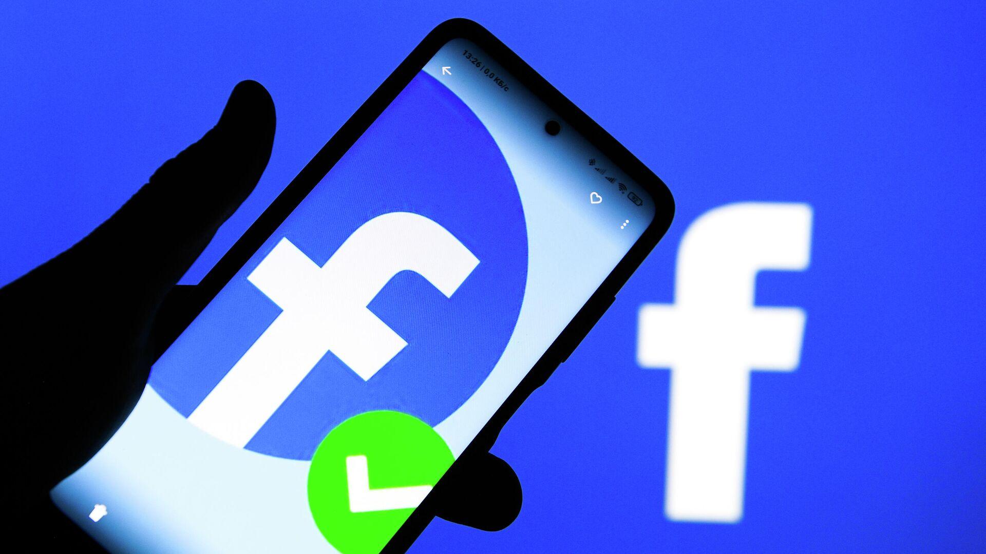 Приложение социальной сети Facebook в мобильном телефоне - РИА Новости, 1920, 07.03.2021