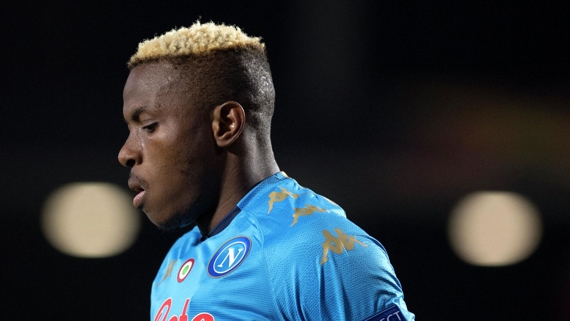 Napoli's Nigerian forward Victor Osimhen reacts during the UEFA Europa League round of 32 first leg football match between Granada FC and Napoli at Nuevo Los Carmenes stadium in Granada on February 18, 2021. (Photo by JORGE GUERRERO / AFP) - РИА Новости, 1920, 22.02.2021