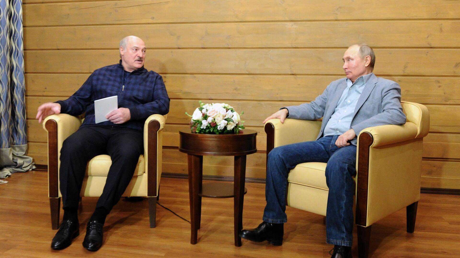 Президент РФ Владимир Путин и президент Белоруссии Александр Лукашенко во время встречи - РИА Новости, 1920, 23.02.2021