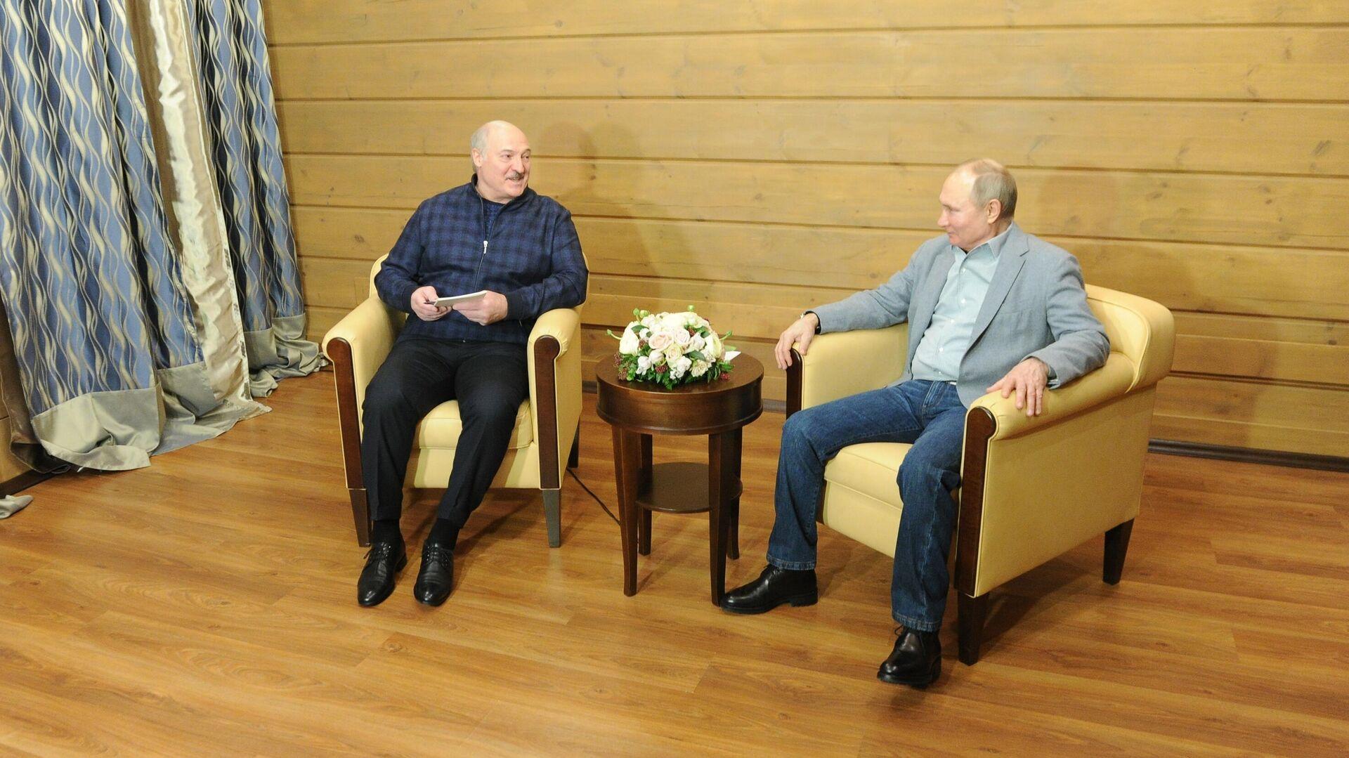 Президент РФ Владимир Путин и президент Белоруссии Александр Лукашенко во время встречи - РИА Новости, 1920, 24.02.2021