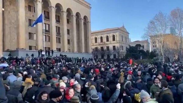 Протестующие перекрыли проспект Руставели в Тбилиси