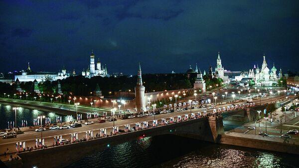 Вид на Кремль и Большой Москворецкий мост в Москве