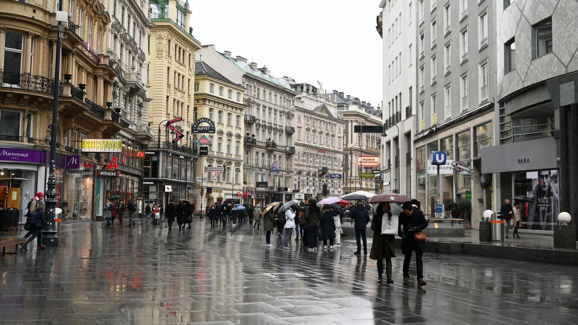 Прохожие на улице Кертнерштрассе в Вене - РИА Новости, 1920, 25.02.2021