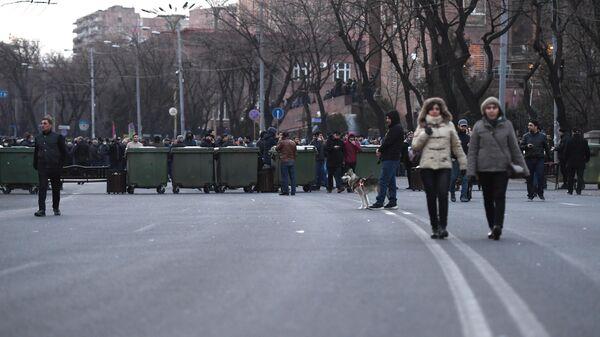 Оппозиционные активисты перекрыли проспект Баграмяна у здания Национального собрания Армении в Еревaне