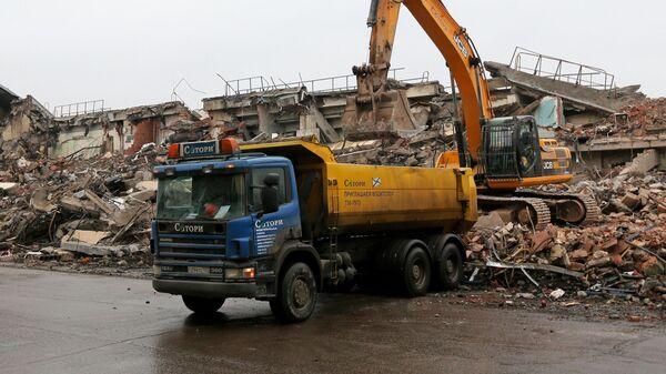 Уборка мусора после сноса здания
