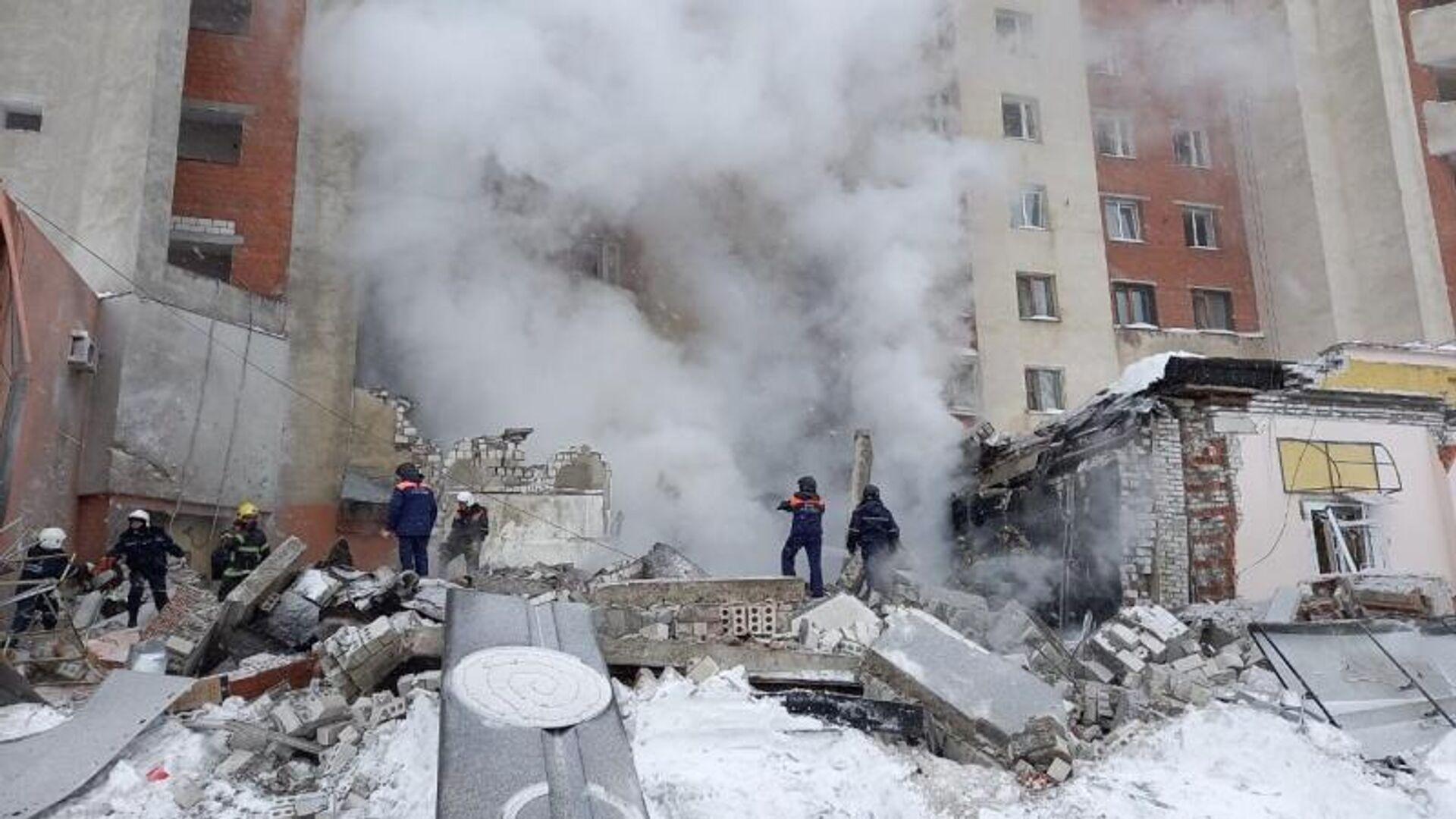 Разбор завалов на месте взрыва в жилом доме на Мещерском бульваре в Нижнем Новгороде - РИА Новости, 1920, 04.03.2021