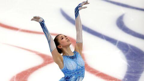 Камила Валиева выступает с короткой программой в женском одиночном катании в финале Кубка России по фигурному катанию в Москве.
