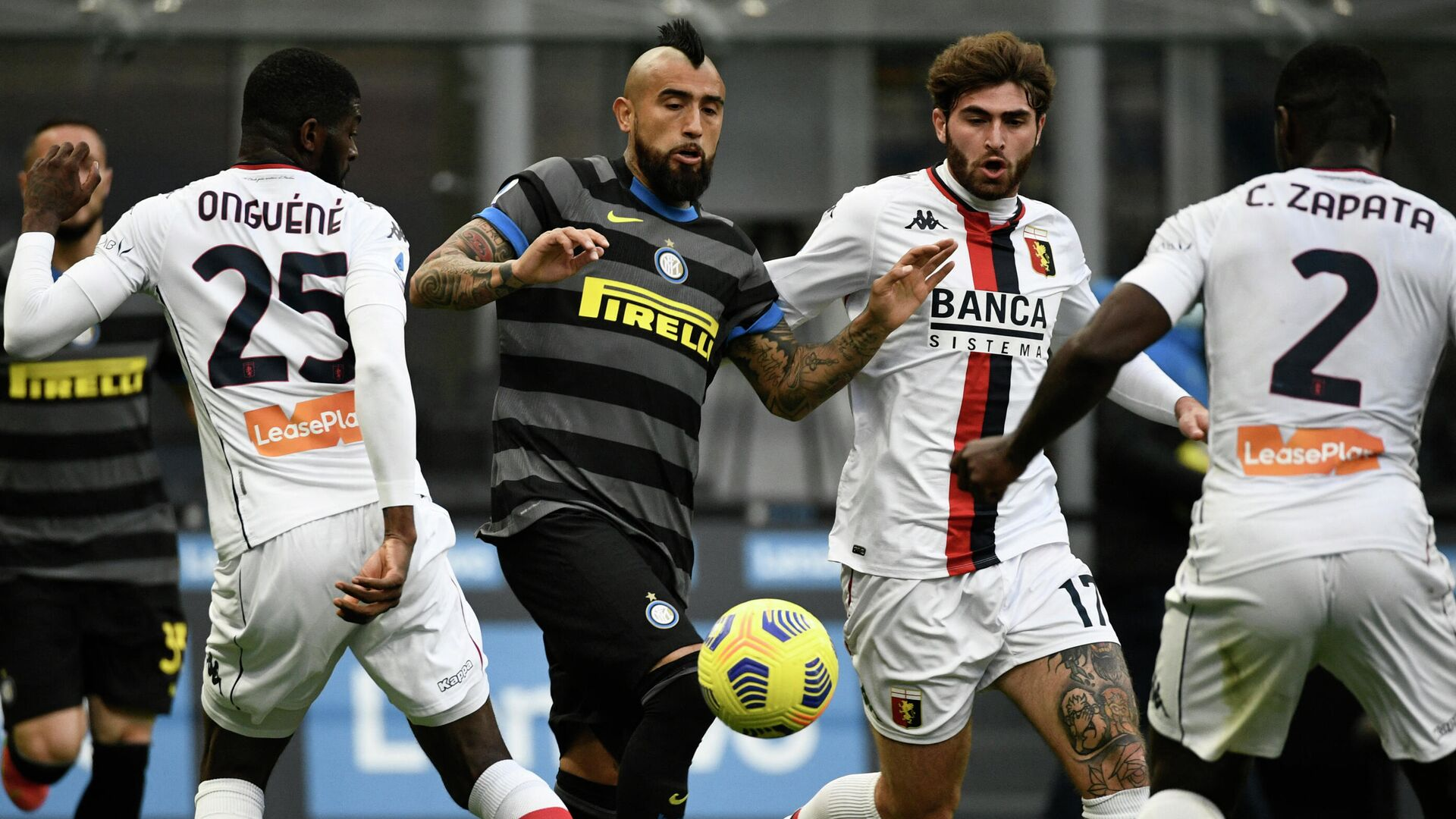 Inter Milan's Chilean midfielder Arturo Vidal (C) challenges Genoa's Cameroonian defender Jerome Onguene (L), Genoa's Italian midfielder Manolo Portanova (2ndR) and Genoa's Colombian defender Cristian Zapata during the Italian Serie A football match Inter Milan v Genoa on February 28, 2021 at the San Siro stadium in Milan. (Photo by Filippo MONTEFORTE / AFP) - РИА Новости, 1920, 28.02.2021