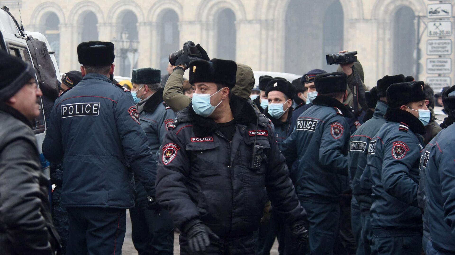 Сотрудники полиции во время акции протеста в Ереване - РИА Новости, 1920, 01.03.2021