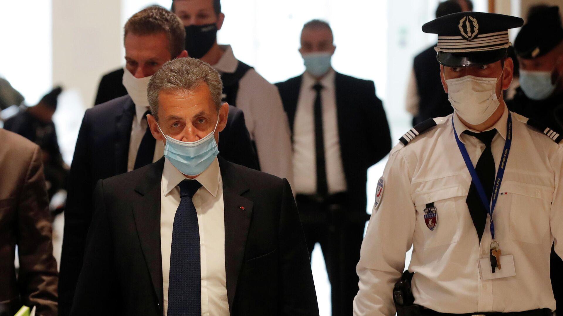 Бывший президент Франции Николя Саркози в здании суда перед вынесением приговора - РИА Новости, 1920, 01.03.2021