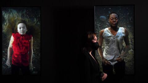 На выставке Билл Виола. Путешествие души в Государственном музее А. С. Пушкина в Москве