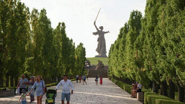 Главный объект мемориального комплекса Мамаев курган в Волгограде - монумент Родина-мать зовет!