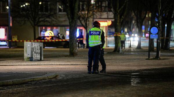 На месте нападения мужчины с ножом на людей в шведском городе Ветланда