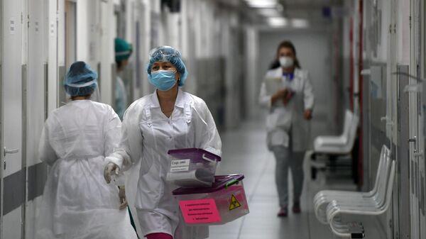 Медицинские работники в городской клинической больнице №15 имени О.М. Филатова