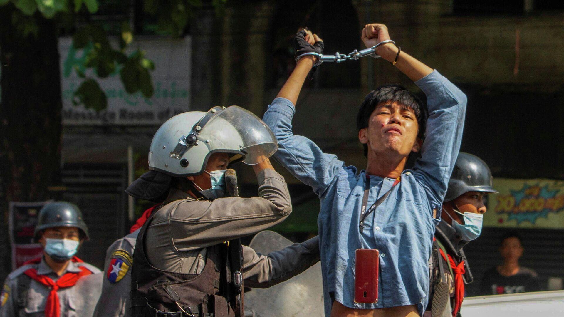 Акция протеста против военного переворота в Янгоне, Мьянма - РИА Новости, 1920, 16.03.2021