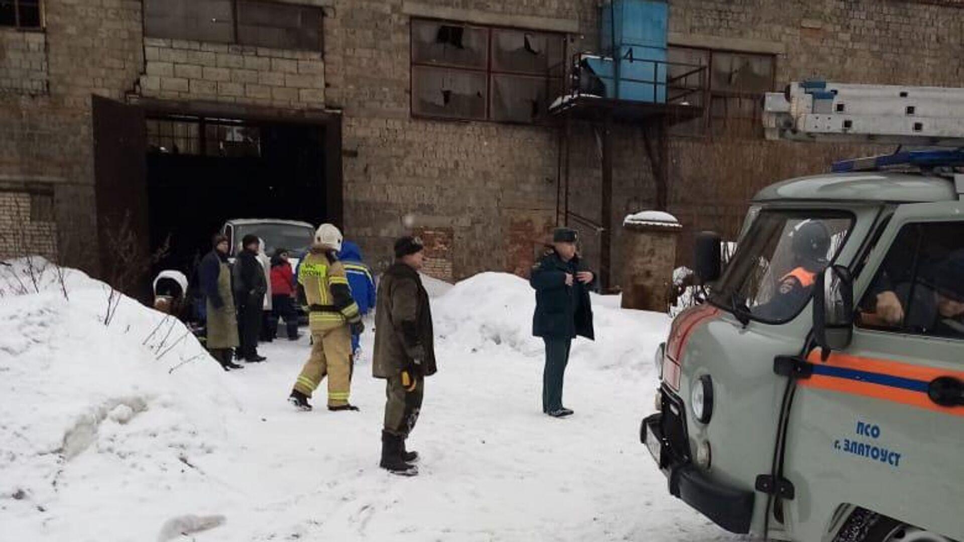 На месте взрыва газового оборудования в цехе ООО Уральская сталелитейная компания в Златоусте - РИА Новости, 1920, 05.03.2021