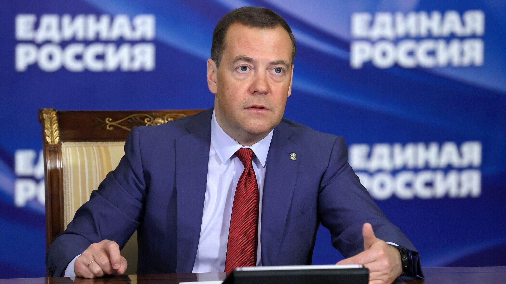 Медведев обсудил с ЦБ защиту нацинтересов при создании цифровых валют