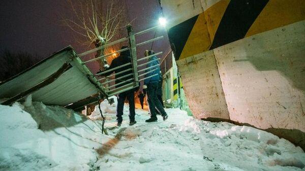 Обрушение бетонного забора в Омске
