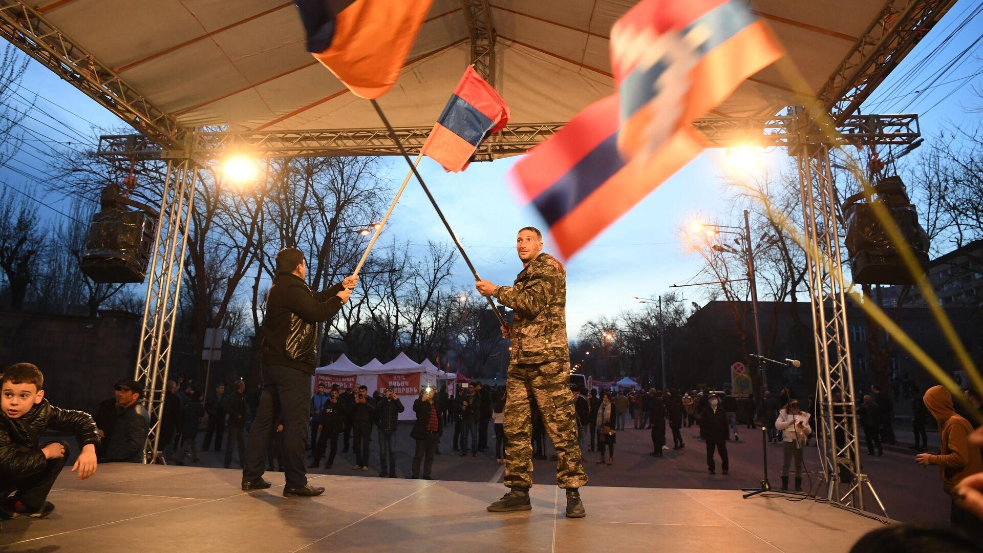 Участники митинга оппозиции на проспекте Баграмяна в Ереване - РИА Новости, 1920, 22.06.2021