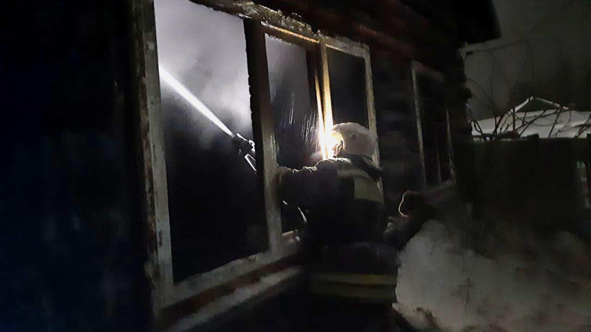 На месте пожара в селе Большие Уки Омской области - РИА Новости, 1920, 08.03.2021