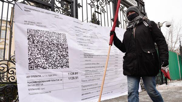 Участница акции Фирташ заплатит за все у здания Верховного суда Украины в Киев
