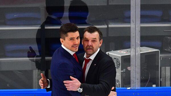 Олег Знарок и Игорь Никитин (слева)
