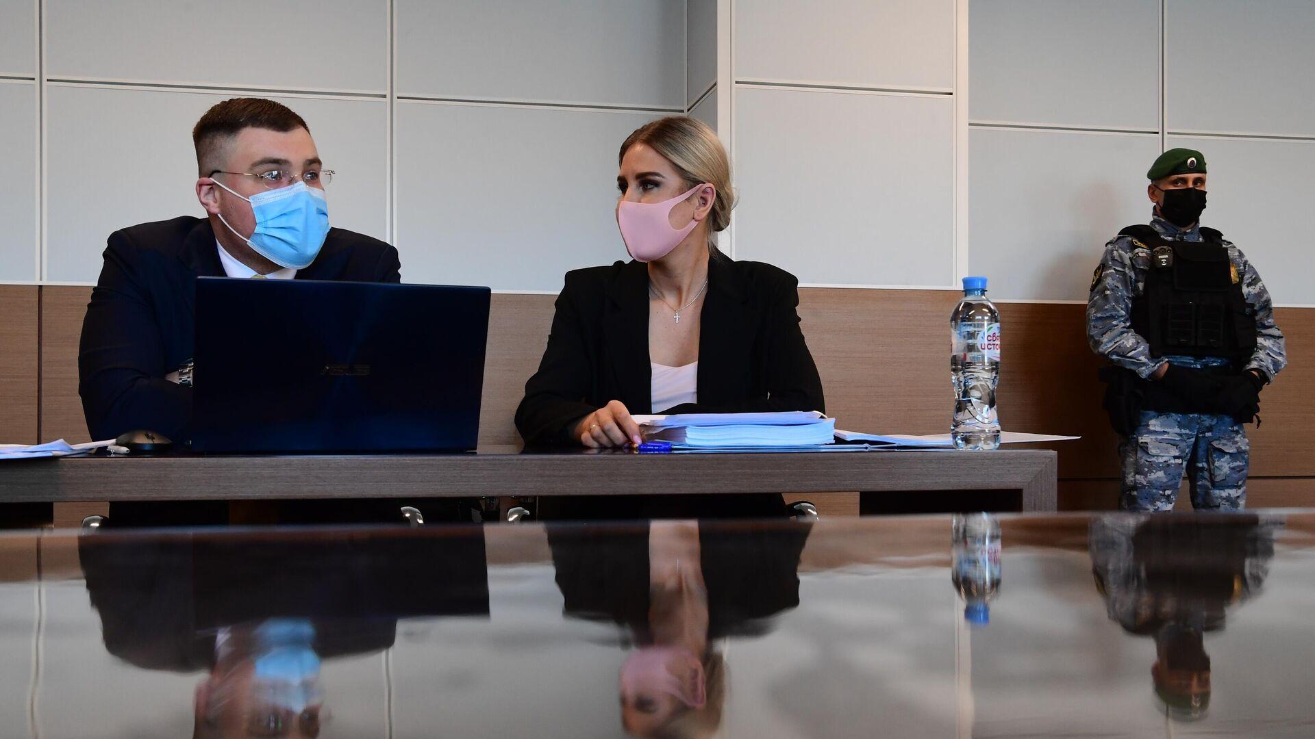 Суд отложил заседание по делу Соболь на 12 апреля