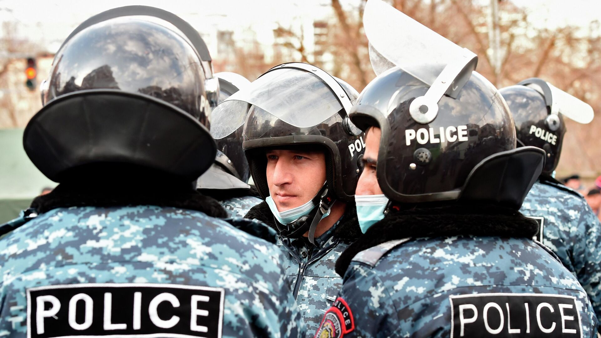 Родные пропавших без вести военных заблокировали Минобороны Армении