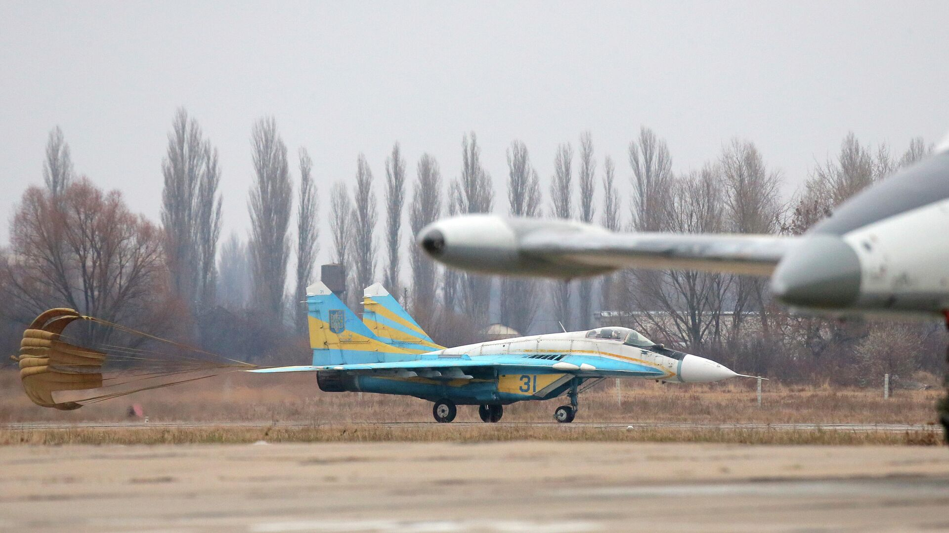Истребитель Миг-29 на авиабазе недалеко от Киева - РИА Новости, 1920, 12.03.2021