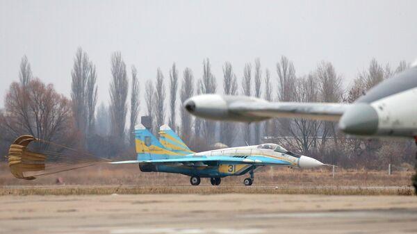 Истребитель Миг-29 на авиабазе недалеко от Киева