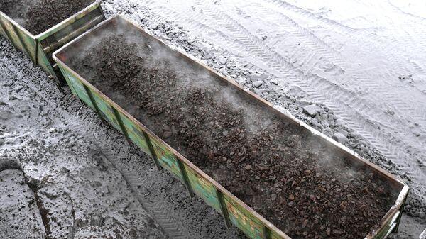 Железнодорожный состав с углем