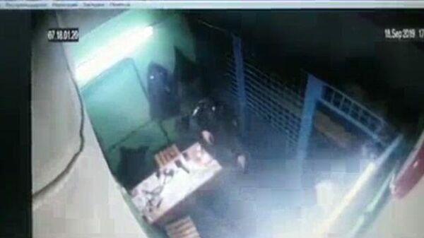 Полицейскому, застрелившему коллегу в метро, грозит 22 года тюрьмы. Кадры ЧП