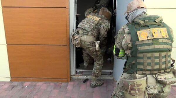 Кадры операции по задержанию подозреваемого в подготовке теракта в Майкопе
