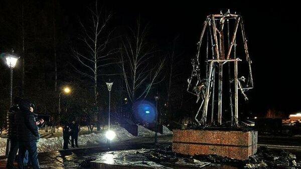Сгоревший памятник Воину-освободителю в Заинске, Татарстан