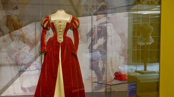 Платье с выставки Придворный костюм середины XIX - начала XX века из собрания Государственного Эрмитажа в Государственном историческом музее (ГИМ) в Москве