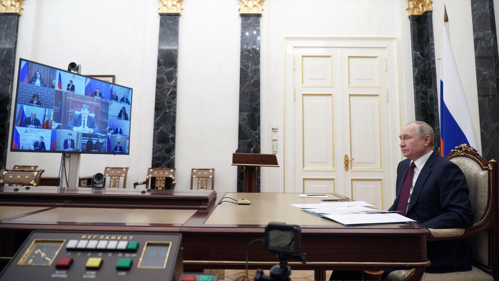 Путин поставил задачу привлечь частные инвестиции в Крым