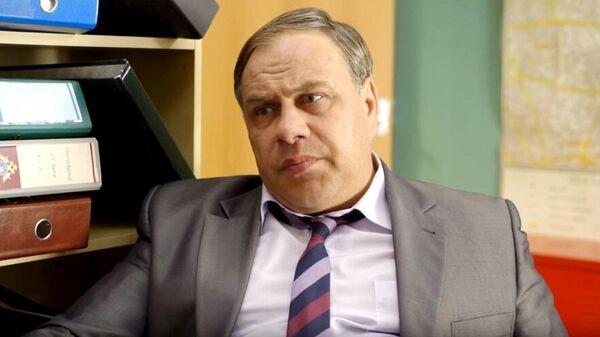 Александр Чернявский в сериале В бегах. Кадр видео