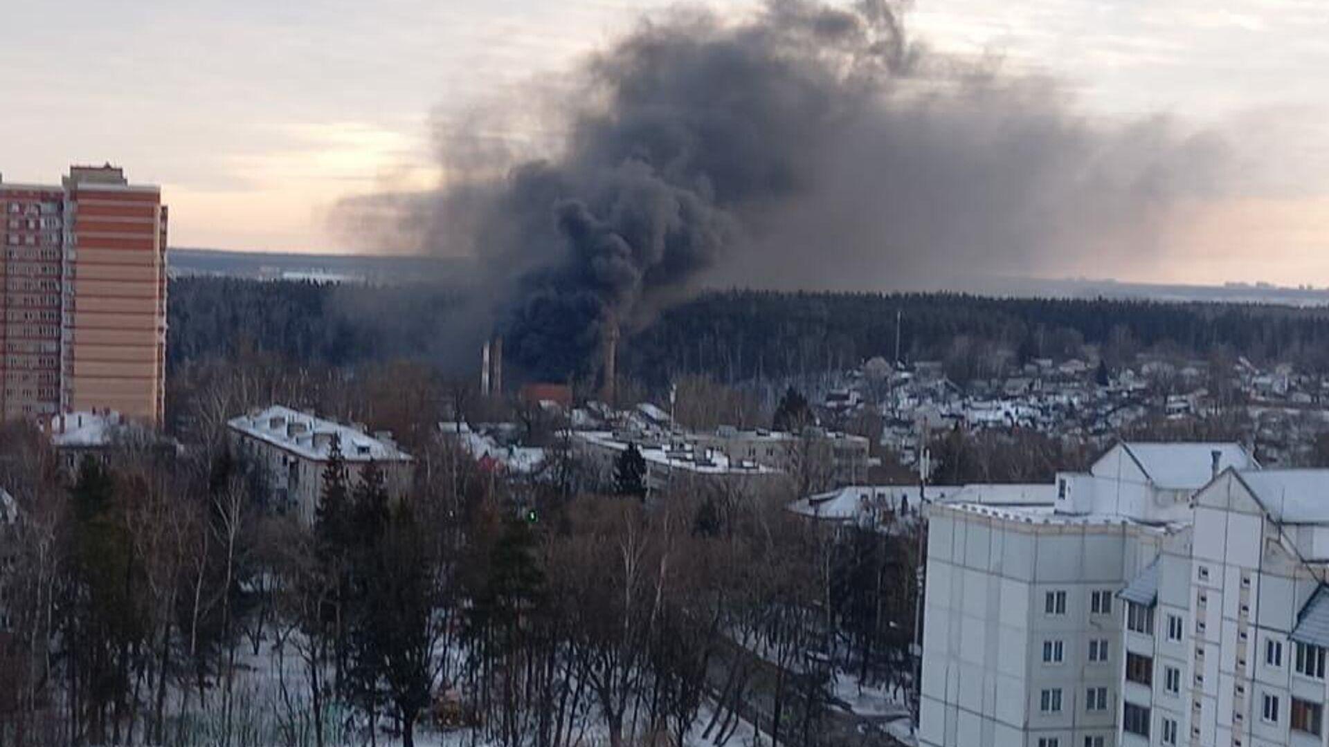 Пожар на стекольном заводе в Химках - РИА Новости, 1920, 22.03.2021