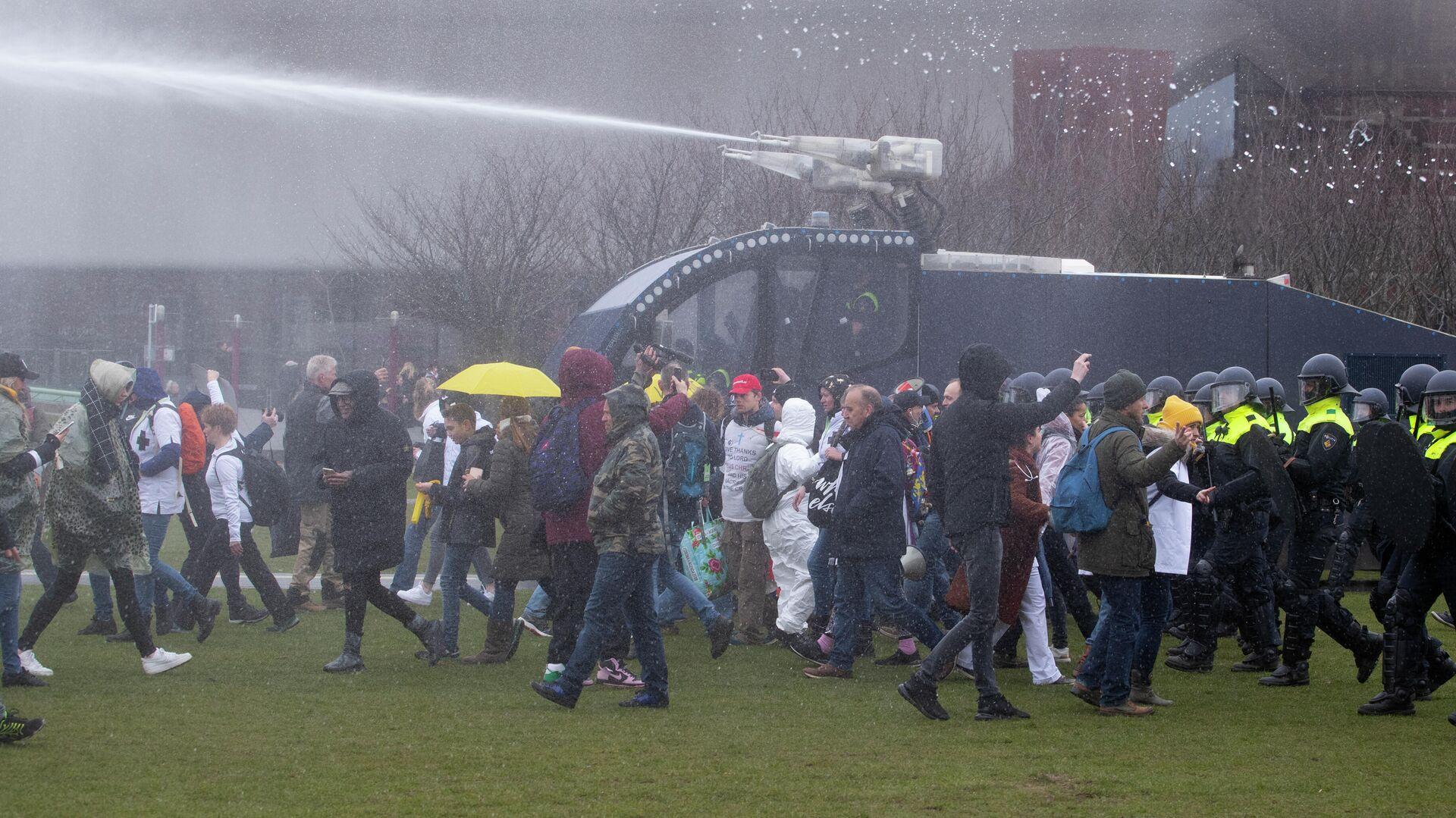 На протестах в Хельсинки задержали двадцать человек