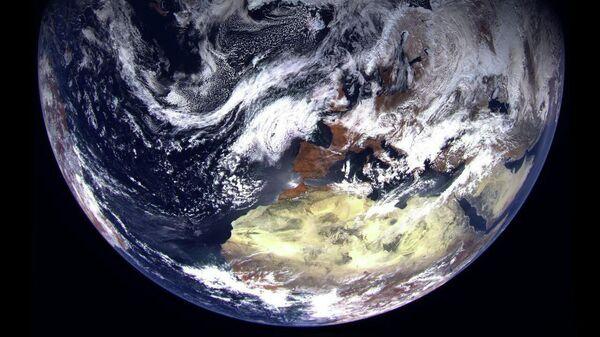 Снимок полярной области Земли, сделанный первым спутником Арктика-М для мониторинга климата арктического региона