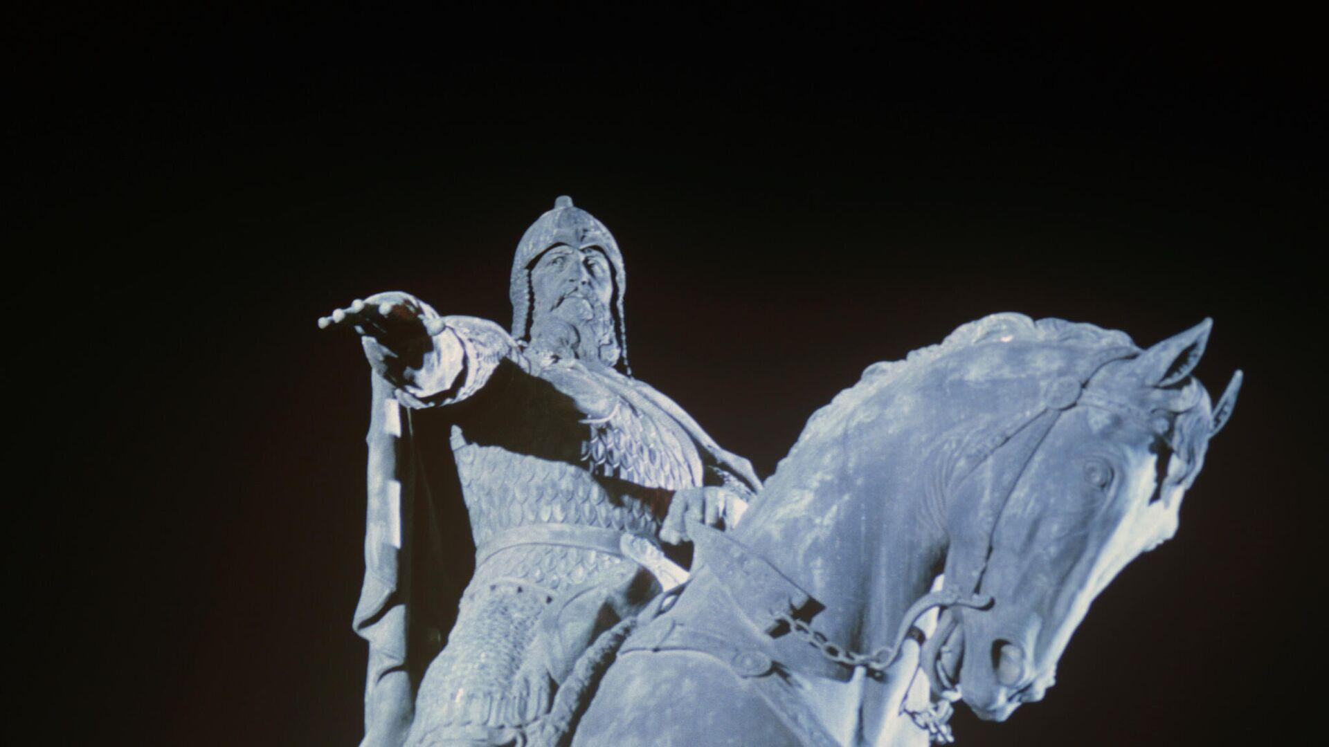 Памятник основателю Москвы Юрию Долгорукому - РИА Новости, 1920, 24.03.2021