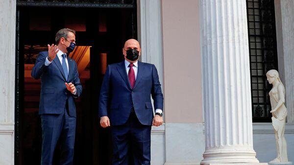 Председатель правительства РФ Михаил Мишустин и премьер-министр Греции Кириакос Мицотакис во время встречи во дворце Максиму в Афинах