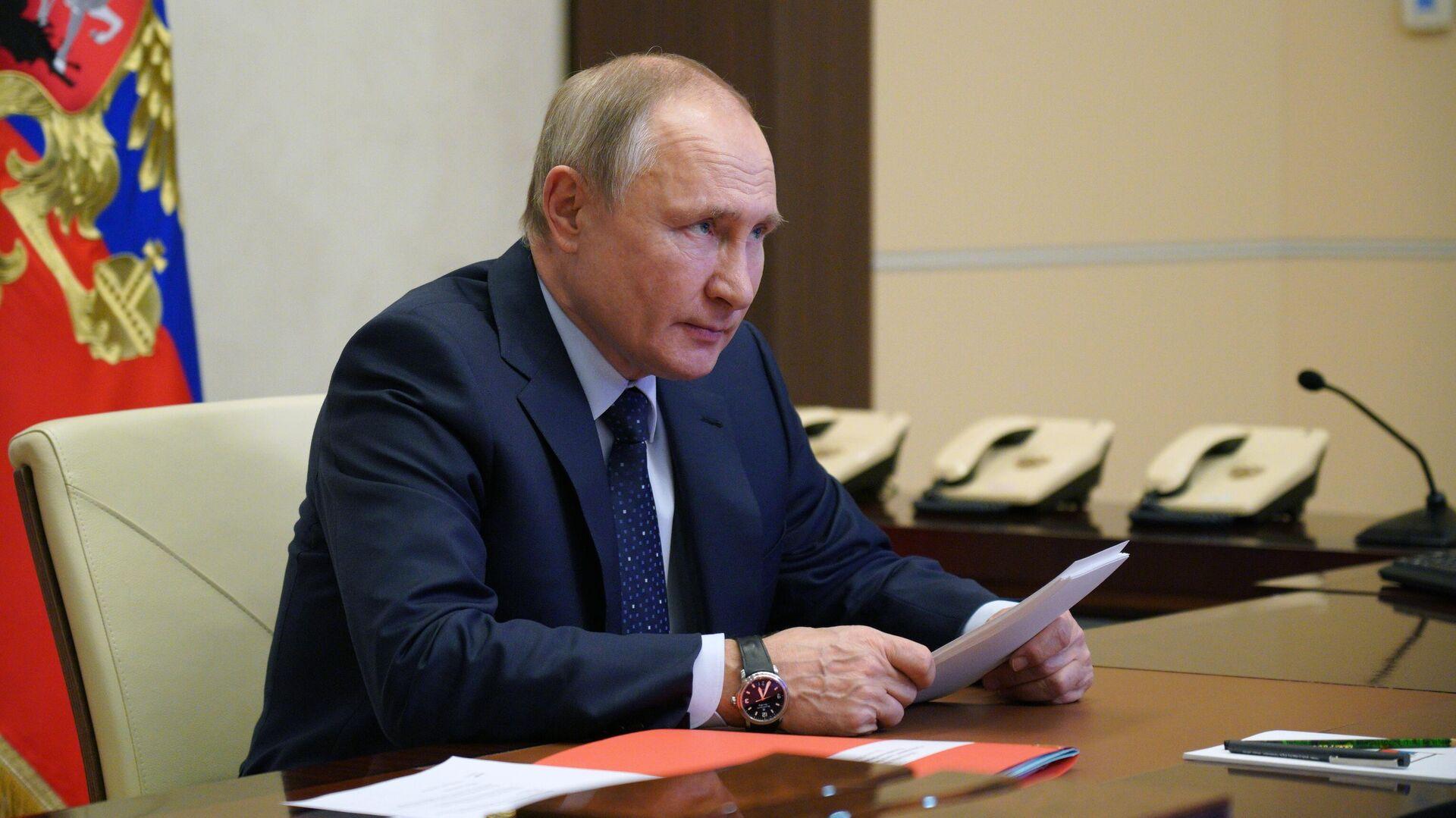 Путин подписал закон, позволяющий ему баллотироваться на пост президента