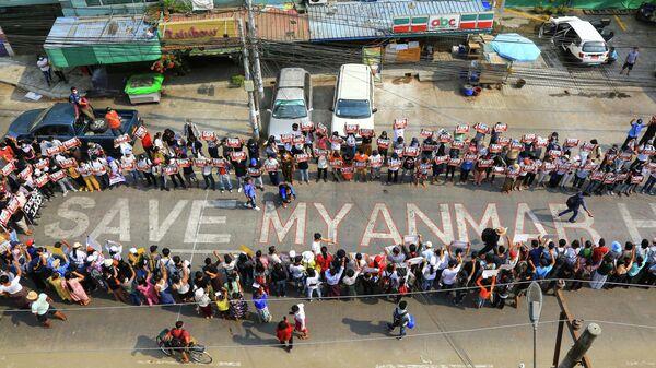 Демонстрация против военного переворота в Янгоне, Мьянма