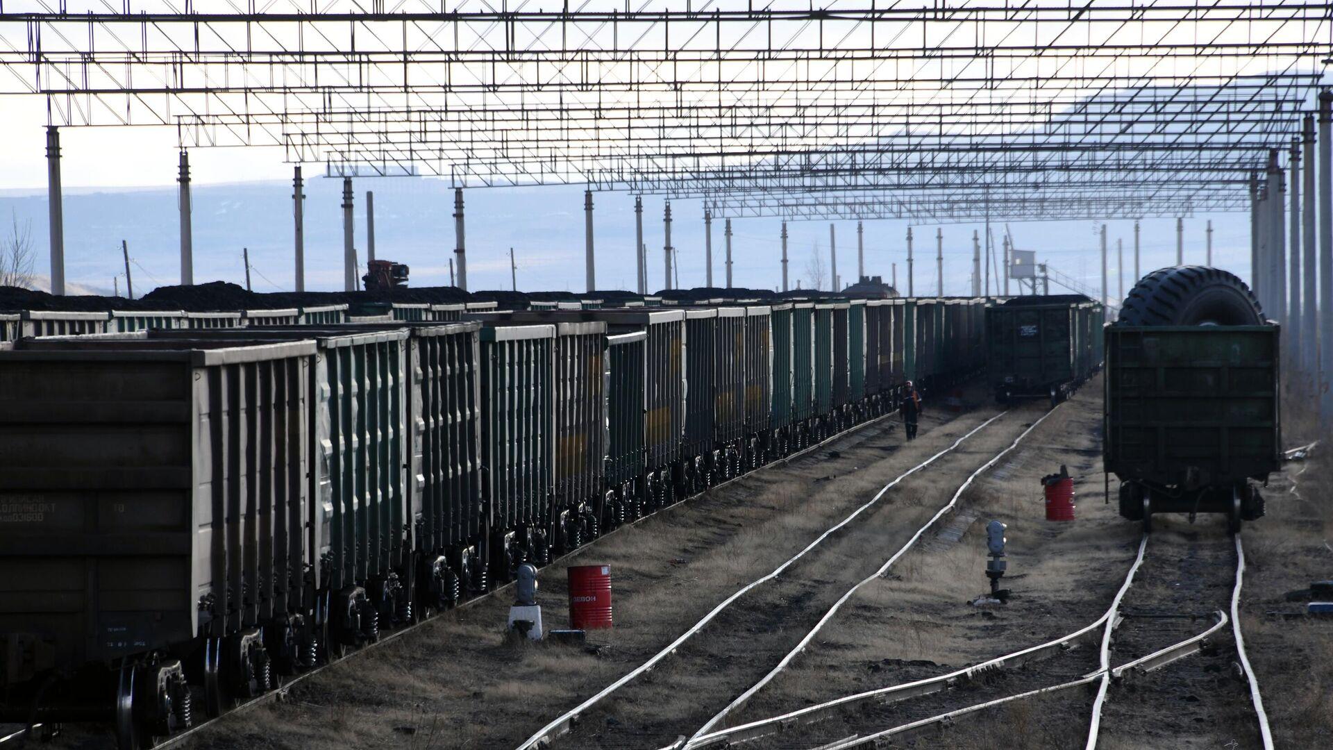 В Астрахани вагоны с бензином сошли с рельсов