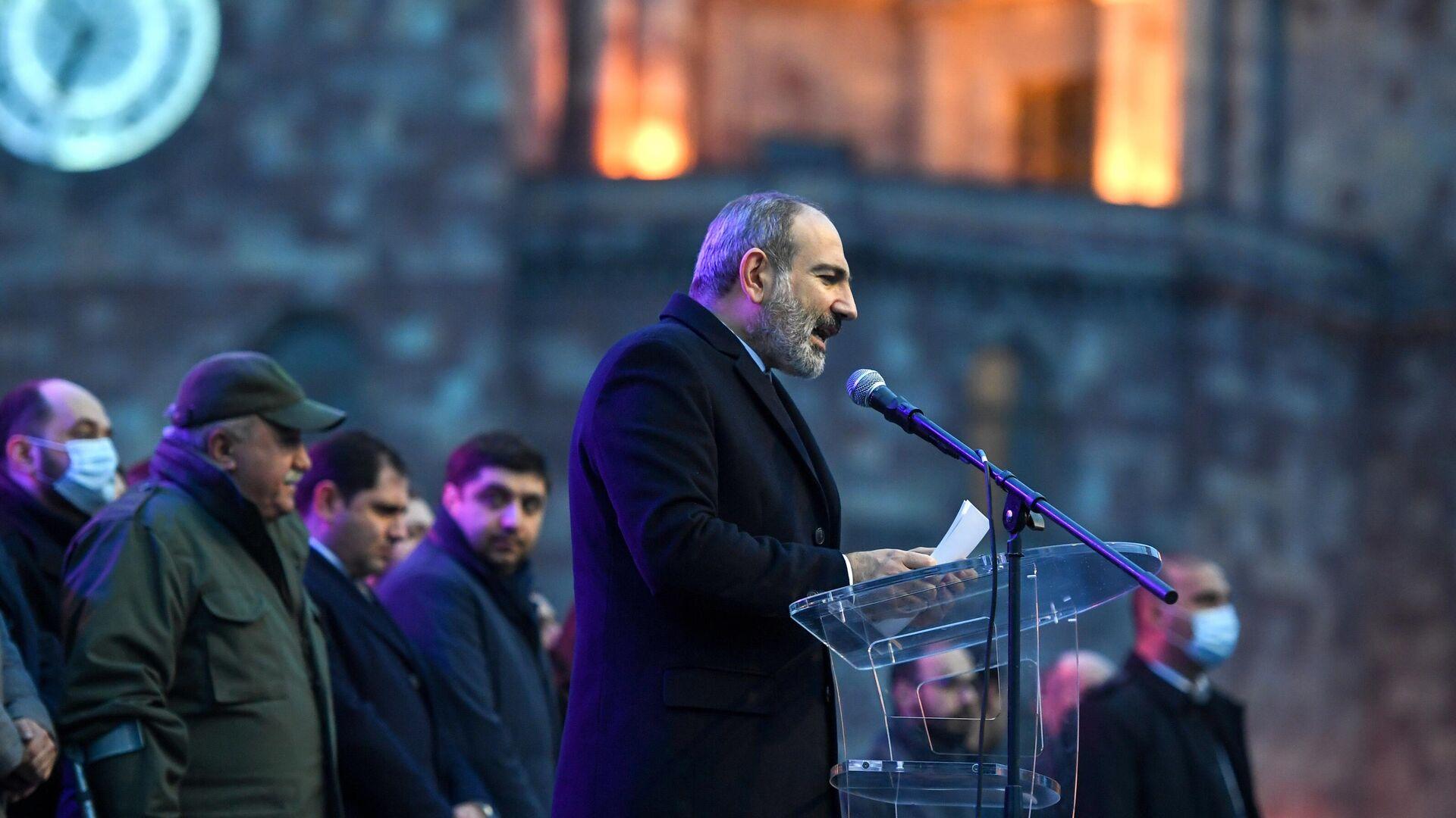 Премьер-министр Армении Никол Пашинян выступает перед своими сторонниками в Ереване - РИА Новости, 1920, 11.06.2021