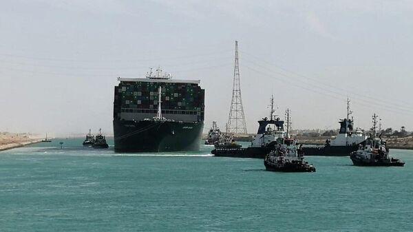 Контейнеровоз Ever Given покидает акваторию Суэцкого канала